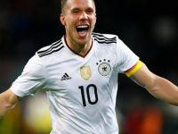Lukas Podolski'den gollü veda