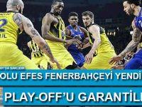 Türk derbisinde Fenerbahçe'yi yenen Anadolu Efes de play-off'u garantiledi