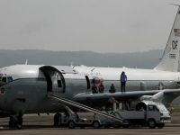 Endonezya'da ABD askeri uçağı acil iniş yaptı