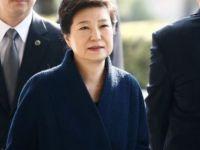 Güney Koreli savcılar eski devlet başkanı için 'yakalama kararı' istedi