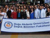 DAÜ Fizyoterapi ve Rehabilitasyon Bölümü öğrencileri sağlık için yürüdü