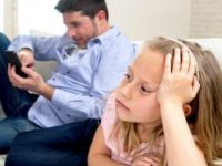 Akıllı telefonlar aile mutluluğunu olumsuz etkiliyor