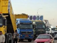Lübnan'da kamyoncular yolları kapattı