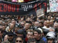 Paris'te binlerce polis çalışma koşullarını protesto etti