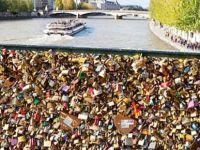"""Paris Belediyesi, """"Aşk Kilitleri""""ni satıp sığınmacıları doyuracak"""