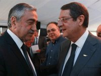 Rum siyasi partiler, Anastasiadis'in önerisini eleştirmeyi sürdürüyor