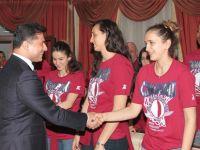 Özgürgün Türkiye Kadınlar Basketbol Ligi'nde şampiyon olan YDÜ'yü kutladı