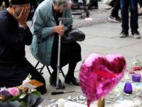 İngiltere'deki saldırının ardından dünyanın konuştuğu fotoğraf: iki din yan yana