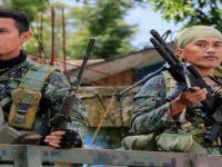 Filipinler'de isyancılar köyü bastı