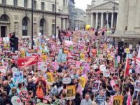 İngiltere'de hükümet karşıtı protesto