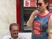 Deniz Seki, Girne'de sokak müzisyeniyle düet yaptı