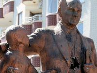 Diyarbakır'da Atatürk anıtına çekiçli saldırı