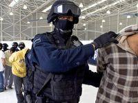 """Meksika'da kamyon kasasındaki 100'den fazla kaçak göçmen """"kurtarıldı"""""""