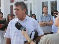 Girne'de sınıflarda yer olmadığı için birçok öğrenci okula gidemedi