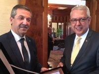 """Ertuğruloğlu  Washington'da konuştu: """"Kıbrıs'ta artık yeni bir sayfa açılması gerek"""""""