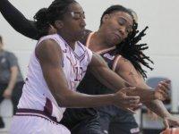 Yakın Doğu Üniversitesi Kadın Basketbol Takımı fırtına gibi esiyor
