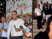 Öztabay'dan 'balkon mesajı': Biz bu balkonda çok güzel başarılar kutladık