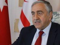 Akıncı Başbakanlık'ta Özgürgün ve Denktaş'la görüşüyor