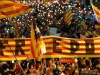 Tutuklanan liderler için 200 bin Katalan sokağa döküldü