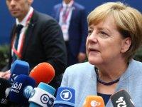 Merkel: Türkiye'ye üyelik müzakereleri çerçevesinde yapılan yardım azaltılmalı