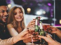 'Düşük düzeyde alkol, yabancı dili konuşmayı kolaylaştırıyor'