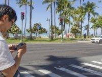 """Honolulu'da """"akıllı telefon zombilerine"""" karşı yasa"""