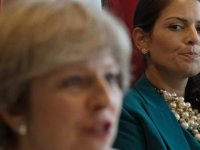 İngiltere hükümetinde bir bakan daha istifa etti