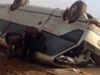 Mağusa Lefkoşa yolunda korkutan kaza, minübüs takla attı