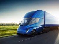 Elon Musk elektrikli kamyon 'Tesla Semi Truck' ve 'en hızlı otomobil'i tanıttı