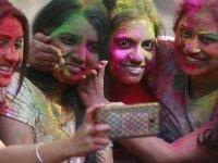 Hindistan'da 'selfie öldürebilir' kampanyası