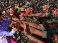 Güney Kore'ye kaçan Kuzey Koreli asker: Sizin şarkılarınızı dinlemek istiyorum