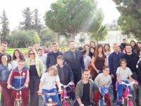 Gazimağusa Özel Eğitim Merkezi öğrencileri DAÜ iş birliği ile bisikletlerine kavuştu