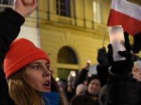 Polonyalılardan yargı reformuna şarkılı protesto