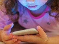 Apple'a uyarı: Çocuklarda telefon bağımlılığına çare bulun