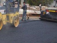 Girne'de asfalt çalışması yapılıyor