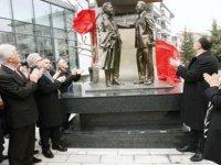Nazım Hikmet ve Zülfü Livaneli anıt heykelinin açılışı yapıldı