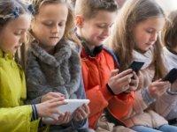 Ekrana fazla bakmak çocukların uyku kalitesini düşürüyor