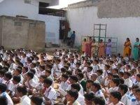 Hindistan'da okul müdürü öğrencileri 'ateşle sınadı'