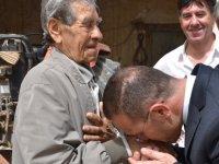 Tarım ve Doğal Kaynaklar Bakanı Erkut Şahali, Yaşlılar Haftası nedeniyle yaşlı üreticileri ziyaret etti
