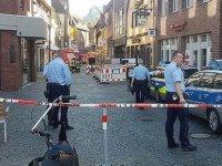 Almanya'da bir araç kalabalığa daldı: ölü ve yaralılar var!