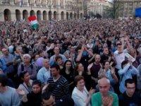 Orban'ın seçim zaferinin ardından Macaristan'da muhalefet sokağa döküldü