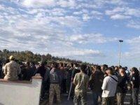 Avcılar Güney Kıbrıs'ta yol kapattı
