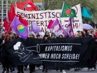 Berlin ve Hamburg'da solcular yürüdü
