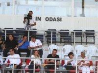 Erhürman, amatör kadın futbol takımlarının maçını izledi