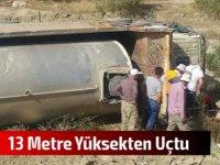 Su tankeri yoldan çıkarak 13 metre yükseklikteki yamaç içerisine devrildi