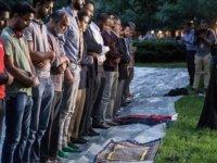 Beyaz Saray'da ilk iftar yemeği protesto edildi