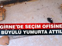 Kuzey Kıbrıs seçimlerinde bu da oldu.. Seçim ofisine büyülü yumurta attılar