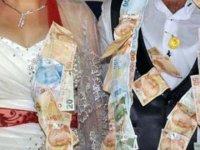 Bu fikir Kıbrıs'ta tutar: Düğünlerde para takmak yerine online ödeme