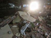 Endonezya'da 7 büyüklüğünde deprem: ölü ve yaralılar var