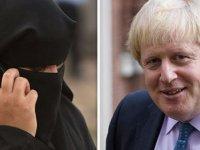 Burka giyen kadınları posta kutusuna benzeten Johnson baskılara direniyor